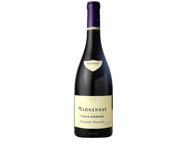 Frédéric Magnien Marsannay Coeur d'Argile Pinot Noir 2014Frédéric Magnien е пето поколение винопроизводител с подчертан новаторски подход във винопроизводството. Умело съчетаващ таланта си с тероара на Кот д'Ор, Фредерик Маниян се стреми да отглежда вина с най-високо качество като въвежда през 2010 г. биодинамичния метод в лозарството.Лозето за това вино се намира в Marsannay - най-северната апелация в Côte de Nuits, близо до Дижон. По време на винификацията се извършва студена мацерация в продължение на няколко дни, последвана от спонтанна ферментация. Виното отлежава 14 месеца в стари дъбови бъчви, а резултатът е елегантно вино с аромати на виолетки и череши, стегнато тяло и добър потенциал за отлежаване. Отлично се съчетава с агнешко и меки сирена.Къде: SeewinesКолко: 55 лв.