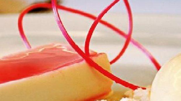 Кокосово малеби с джинджифил и сладолед от рози - дело на варненския готвач Велин Великов