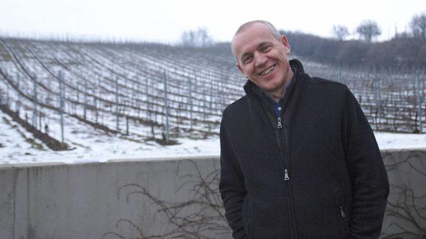 Когато Йозеф Зволенски сади лозето си от блауфранкиш, то не е за да прави вино, а за да си осигури гледка от прозорците.