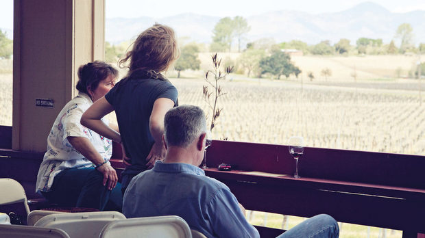 """Майк Браун основава """"Калира"""" в края на 80-те, когато се връща от работа в Бароса вали, Австралия. Първото му вино с такъв етикет излиза на пазара през 1989 г. – на езика на австралийските аборигени то означава """"Диво и приятно място"""""""