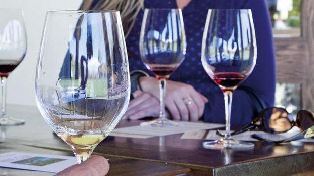 """""""Фес Паркър"""" работят предимно с пет сорта. Червените са сира и пино ноар, а белите – шардоне, вионие и ризлинг"""