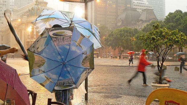 Центърът на Рио де Жанейро по време на дъждовния сезон