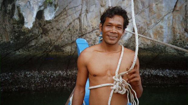 Катерач в пещерите на тайландския остров Пи-Пи, един от многобройните събирачи на