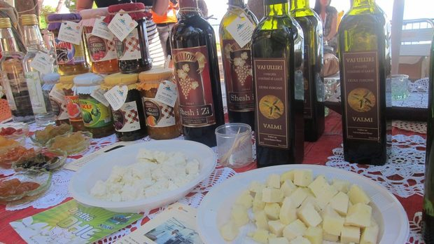 Овче сирене и албански зехтин