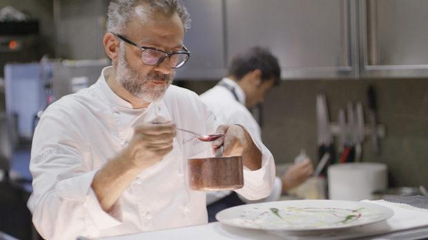 Масимо Ботура в кадър от филма за самия него, част от поредицата на режисьора Дейвид Гелб Chef's Table