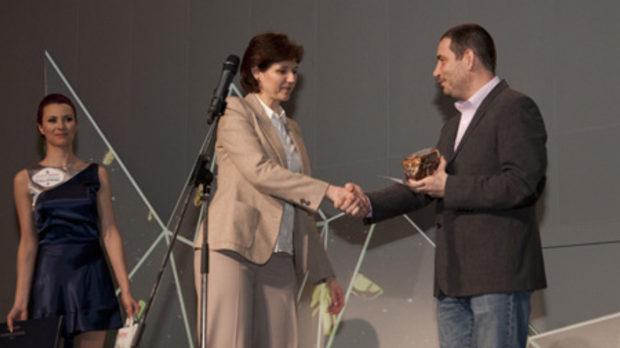 Наградата за най-добър хотелски ресторант получи Shades of Red на Grand Hotel Sofia, връчена от Георги Георгиев, съсобственик в