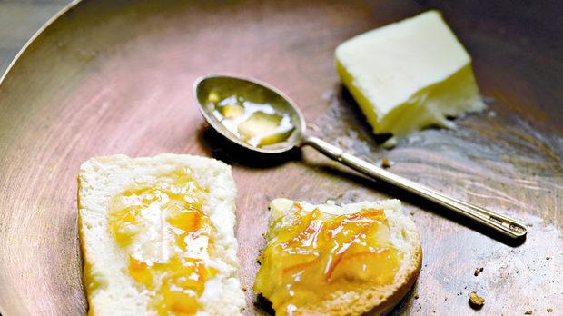 Белият хляб на Джаксън Полък, с домашно приготвени конфитюр и масло