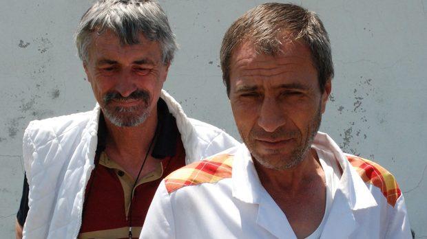 Изпълнителният директор Дорин Палку (вляво) и служител.     Снимка: Илко Вълков