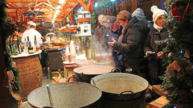 Коледен базар в Будапеща, 2012 г.