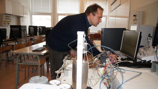 Създателят на електронния нос доц. Веселин Начев в Университета за хранителни технологии, Пловдив