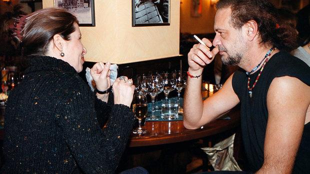 Както се обясняваше в един мутренски виц от 90-те, No smoking означава без смокинг. На церемонията