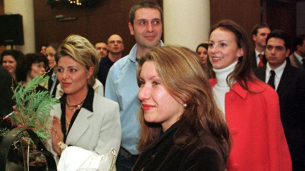 Певицата Хилда Казасян и журналистката Евгения Атанасова, 2003 г. Снимка: Иван Григоров