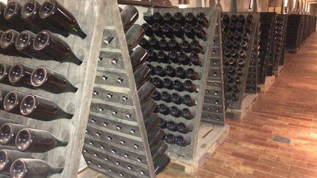 Подземията на винарска къща Domaine Tornay.