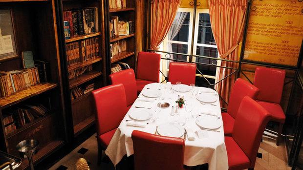 Стая за дами в ресторант Le Procope, Париж
