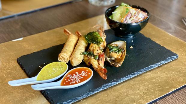 Royal Thai е първият автентичен, традиционен Тайландски ресторант в София, който е отдаден на това да ви поднесе най-доброто Тайландско кулинарно преживяване.По време на Бакхус Fish Fest 3 ще можете да опитате:Seafood сет: Тигрова скарида на грил, Новозеландска мида, пролетни рулца със скариди Surf&Turf сет 1: Тигрова скарида на грил, Тайландско телешко шишче сатай  Surf&Turf сет 2: Тайландско шишче с калмар, Тайландско телешко шишче сатай