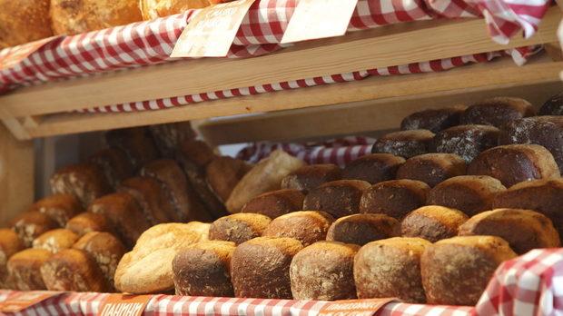 BAGETI приготвят страхотен хляб с чисти продукти, хляб, който идеално подхожда на рибни изкушения особено мариновани, на Бакхус FISH Fest 3 ще можем да дегустираме хлебчета, печива и техния сандвич от 100% ръжен хляб с домашно осолена сьомга по скандинавски метод...И десертите са тяхна грижа!