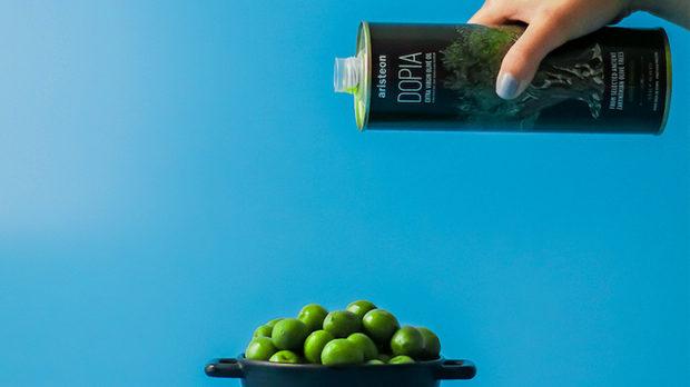Истинско Екстра Върджин маслиново масло – Aristeon, в най- първичен вид. Влято не машинно, а на ръка.Представено в България от физически и интернет магазин ExtraVirgin.BG и сомелиерът по зехтини, технолог на малката маслодайна от о-в Закинтос, Гърция - Пепе Караиванов.Продукцията зехтини на Aristeon е силно лимитирана и се изразява в натурален вид и натурал с добавени в пресата ГРЪЦКИ чесън, лимон или портокал.Още с първата глътка или заливка разбирате, че това е супер храна от друг вид, която твърде вероятно не сте срещали досега или пък неусетно я сравнявате с най- доброто, което сте усещали и вкусвали в света на зехтините.Притежава върховни сертификати, постигнати и регулирани с гръцкия държавен контрол, най- строгият в маслиновата индустрия.От Aristeon oчаквайте повече здраве, дълголетие и бистър ум!Можете да ги намерите на Бакхус Fish Fest 3 този уикенд на пазар Ситняково!