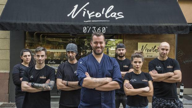Николов с част от екипа си