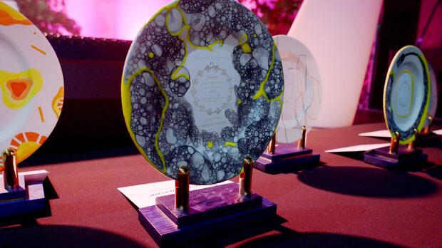 Авторски изрисувани награди от студио