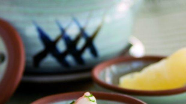 Добин Муши - морска супа в зимен стил със скариди, миди Сен Жак и ципура