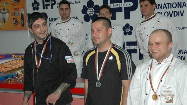 Победителите в индивидуалната надпревара (от ляво надясно) Петър Михалчев,Петър Йоргов и Стоян Пенев