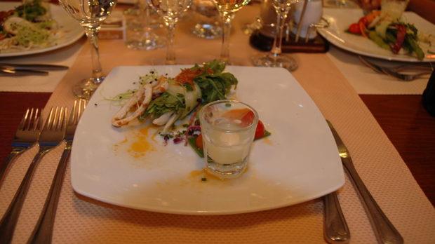 Пъстра салата с калмари ,билки и още нещо… (шеф-готвач Тони Иванов)