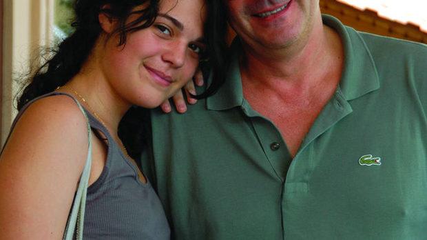 """Професорът по енология Янис Параскевополус, един от създателите на """"Гея"""", с дъщеря си"""