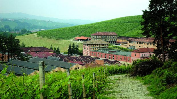 """Малкият град-държава """"Фонтанафреда"""" и част от лозята на имението"""