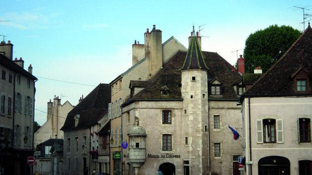 Центърът на Бон - столицата на бургундското вино, която си има цели 21 293 жители, но за съжаление нито едно Grand Cru лозе.
