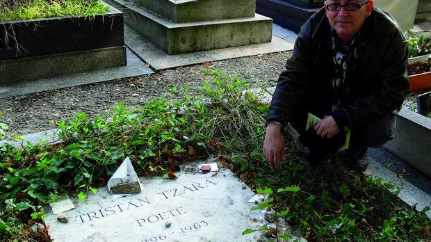 Гробът на Тристан в Монпарнаското гробище