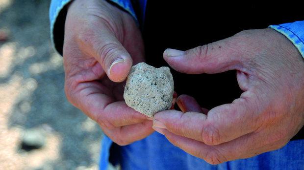 Ронливата почва на Санторини наподобява пемза.