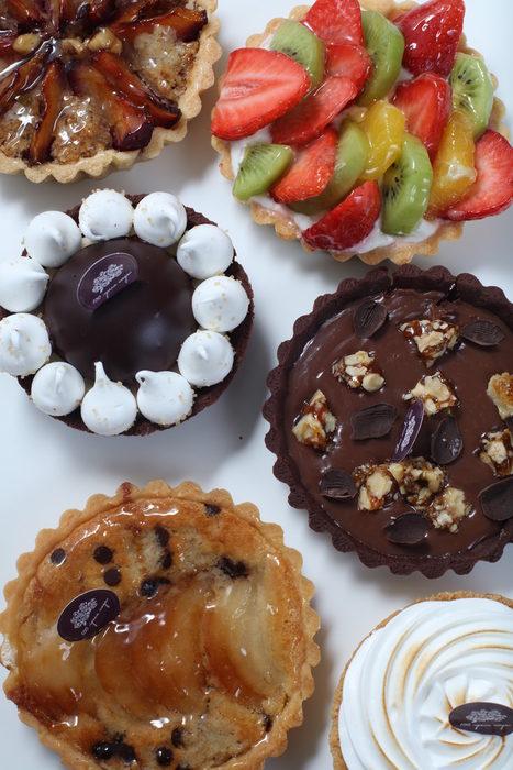 """Сто пъти сме спирали да ядем в """"100 грама сладки"""" и всеки път намираме по нещо, заради което да се върнем отново.Не пропускайте техния щанд на StrEAT Fest, защото ще ви очакват с превъзходно джелато и френски макарони, както и други сладкарски продукти от богатото портфолио на пекарната. Обещават ни висококачествени суровини, вкусни рецепти и разбира се елегантна визия на всеки продукт.Всичко за Бакхус StrEAT Fest вижте тук.Купете онлайн билет от тук:"""
