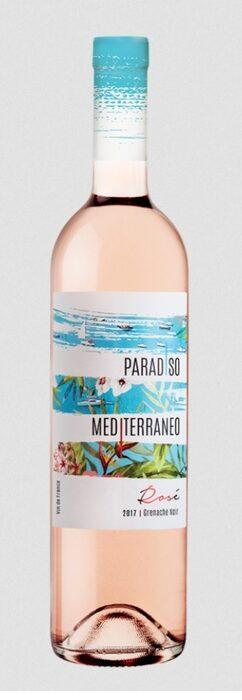 Paradiso Mediterraneo Rose 2017 / ценова категория до 10 лв.Има една разширяваща се като цунами пазарна категория в световен мащаб и това са розетата. Дали по-бледи или по-наситени, с по-плътни и дебели тела или ефирни като крилца на пеперуда, това са вината, които направо помитат всичко по пътя си. И така, една селекция от летни вина не може да бъде пълна, ако в нея липсва розе от Прованс. Това, на което се спрях, е в много разумен ценови сегмент, а в същото време е класическо и свежо, така да се каже, едно симпатично розе, дошло направо от Лазурния бряг.