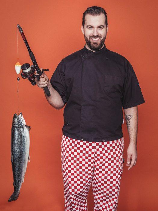 """Ресторант Niko'las 0/360 е един от най-бързо развиващите се ресторанти с авторска кухня у нас. Отворил от 2016 година, ресторантът е спечелил четири награди в конкурса """"Ресторант на годината Acqua Panna & S.Pellegrino"""" на Бакхус, като последната е """"Ресторант на годината за 2017"""".Шеф Цветомир Николов, главен готвач и собственик на Niko'las 0/360 е известен със своята любов към рибните ястия.Менюто в ресторанта е базирано на азиатските кулинарни техники и подправки, но част от философията на мястото е да презентират пред клиентите си и българските продукти по нов начин.Всяко посещение на ресторанта е преживяване, за което допринася и специално подбрана винена листа с акцент върху балканските вина.Вижте какво ще предлагат на първия Бакхус Fish Fest >>>m.me/nikolas0360Тел. за резервации 087 688 8471Всичко за Бакхус FishFest вижте тук.Научавайте новостите за събитието във Facebook.КУПЕТЕ БИЛЕТ ОНЛАЙН >>>"""