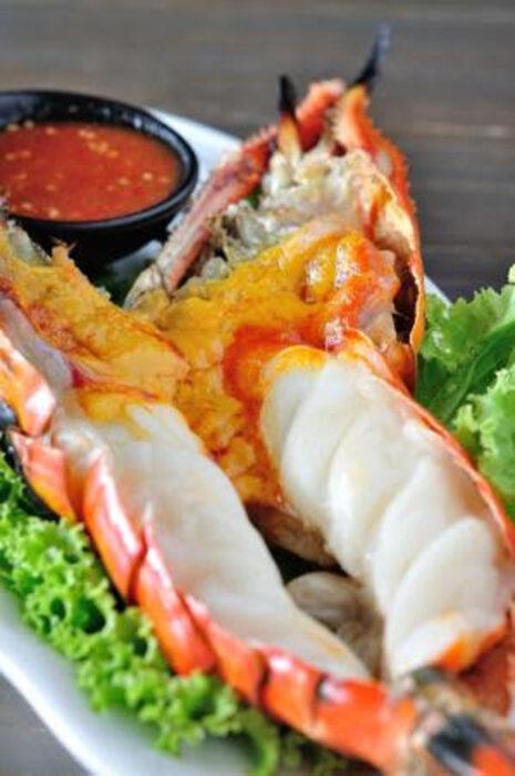 Тайландски готвач ще приготви за всички любители на морската храна:- Тайландски пролетни рулца със скариди - Shrimp spring rolls - Гриловани тигрови скариди - Grilled black tiger prawns - Тайландски шишчета от бейби калмари - Baby squid satayВсичко за Бакхус Fish Fest 2 вижте тук.Научавайте новостите за събитието във Facebook.КУПЕТЕ БИЛЕТ ОНЛАЙН >>>
