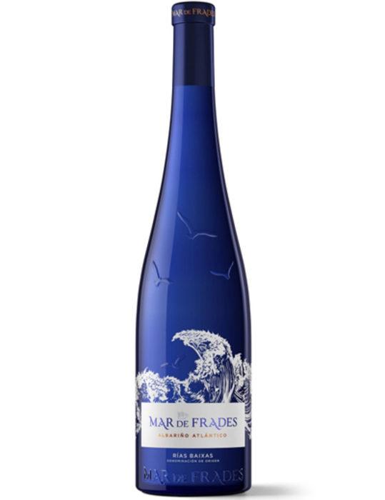 Mar de Frades Albariño Atlantico 2019Албариньо е една от звездите на испанското вино, която със своята свежест и минералност бързо се превръща в любим сорт на хиляди хора по света. Избата Mar de Frades е създадена през 1987 г. и историята на избата е успоредна с тази на Rias Baixas, регион, който придобива своя официален статут DO през 1988 година.Винарната е пионер на албариньо и представлява същността на известния вече район Val do Salnes, а синята бутилка става емблематична за избата и сорта.Виното Mar de Frades 2019 е свежо, соленовато, ароматно и фино, с щедри, сочни бели плодове, привлекателен нос на бяла праскова, плътно тяло и прекрасен баланс. Или иначе казано - албариньо по учебник.Къде: WineboxЦена: 32.04 лв.